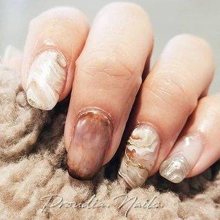 #marblestone #mynails ⋆ ⋆ めっちゃかわいい大理石の写真みつけて爪にお絵描きしてみた🎨 もうちょい大きく描いた方がかわいくなりそう♡ ⋆ ※指先乾燥問題⚠ キューティクルオイルちゃんとつけないと😂 グロウンケア、大人気!! おすすめして使い始めた子は みんなすぐに効果実感して 必ずリピートしてるよ😳😳😳 ネイルのもちも良くなるし 指先が柔らかくなります😊 昨日も売れて、在庫ラス1🥺 何使うか悩んでる方にオススメ💜 ⋆ #乾燥肌#カサカサ肌 #グロウンケア#スキンケア#キューテクルオイル#オススメコスメ #保湿ケア#ジェルネイル#大理石ネイル #ニュアンスネイル#ネイルデザイン #セルフネイル #成人式 #バレンタイン #海 #リゾート #ハンド #エスニック #ネイティブ #ボヘミアン #大理石 #ショート #ベージュ #ブラウン #ゴールド #ジェル #セルフネイル #setoerica. #ネイルブック