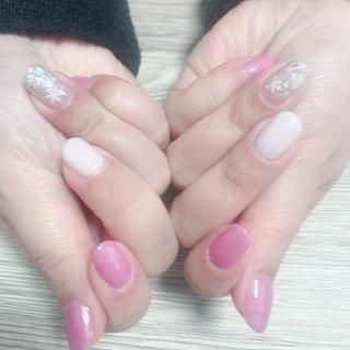 #雪の結晶 #ホワイト #ピンク #冬 #お正月 #成人式 #バレンタイン #ラメ #ワンカラー #ノルディック #雪の結晶 #ホワイト #ピンク #シルバー #blue nail #ネイルブック