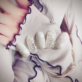 #冬 #お正月 #バレンタイン #クリスマス #ワンカラー #シェル #雪の結晶 #ホワイト #グレー #シルバー #ジェル #ネイルチップ #YURIA #ネイルブック