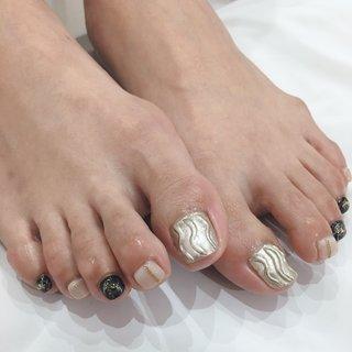 #フット #ニュアンス #ミラー #ペディキュア #grandier nail&eyelash salon #ネイルブック
