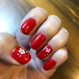 正月の赤 #正月ネイル #赤ネイル #ホログラム #花ネイル #お正月 #バレンタイン #女子会 #ハンド #シンプル #ホログラム #ショート #レッド #ジェル #セルフネイル #atelier Mermaid #ネイルブック
