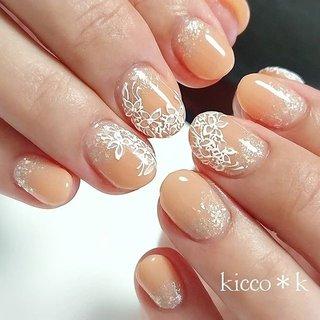 レースフラワー✨✨ どんなカラーにもかわいい😆 ラメで華やかに…  #レースフラワー #フラワーネイル  #手書きフラワー  #flowersnails #nail #nails #nailsalon #instanails #nailswag #nailstagram #nailart #naildesign #gelnails #manicurist #ネイル #ネイルデザイン #大人ネイル #ジェルネイル #ネイルサロン #八潮市 #八潮ネイル #八潮ネイルサロン #足立区ネイルサロン #北千住ネイルサロン #六町ネイル #三郷中央ネイル #三郷ネイル #自宅サロン #kicco_k #オールシーズン #オフィス #パーティー #デート #ハンド #ラメ #ワンカラー #フラワー #レース #ショート #ホワイト #ベージュ #オレンジ #ジェル #お客様 #kicco_k.nail #ネイルブック
