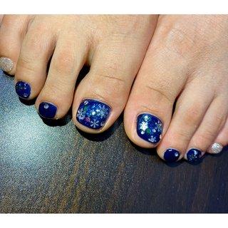 #フットネイル#フット#ジェルネイル #冬ネイル#ゆきの結晶ネイル #ラメ#ネイビー#お友達ネイル #冬 #フット #ネイビー #ジェル #Hina's nails #ネイルブック