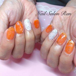 #ハンド #ラメ #ホワイト #オレンジ #rei❤︎ #ネイルブック
