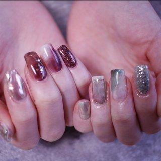 """似合わせニュアンス💅    _________________________________________ . TIAM nail salonは 爪に優しい施術方法 """"フィルイン一層残し""""を採用しており ダメージを抑え、 長くネイルを楽しんでいただけます💅 . 大人気のパラジェル導入店✨ ジェルはソフトジェルもハードジェルも 常時 数種類をご用意しております☺️ お一人お一人の爪の状態や 季節に合ったジェルを使い 丁寧な下処理をすることで 約1ヶ月、綺麗を長持ちさせることにこだわっています✨ . 似合わせネイル、お任せネイルも得意です 初めてのお客様もご心配なくノープランで ご来店くださいね🎶 . ご予約、お問い合わせはDMか、 @shoko_baba_nailartトップ画面から ホームページにどうぞ🤗 . __________________________________________ . . TIAM nail salon&school  ティアムネイルサロンアンドスクール 奈良県桜井市外山747 桜井ゴルフセンター内 駐車場完備 ※第二駐車場に駐車いただくと奥の階段から入っていただけます . . __________________________________________     . 以下ハッシュタグです🏷 #TIAM#ティアム#お客様ネイル #gelnail#gelart#japanesenailart #뷰티스타그램#네일#네일스타그램#美甲 #シンプルブライダルネイル#白グラデーション #ネイルデザイン#ネイルサロン #ネイル2019#冬ネイル#冬ネイル2019 #大人ネイル#ニュアンスネイル#オフィスネイル #ブライダルネイル#宇陀市 #桜井市#桜井市ネイルサロン #橿原市#橿原市ネイルサロン #奈良ネイルサロン#サロンオープン #冬 #オールシーズン #旅行 #女子会 #ハンド #水滴 #ニュアンス #オーロラ #ミラー #ミディアム #ベージュ #グリーン #パープル #ジェル #お客様 #TIAM(ティアム) #ネイルブック"""
