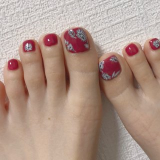 #foot #footnail #フット #フットネイル #赤 #赤ネイル #ボルドー #ピンク #フラワー #お花ネイル #秋 #冬 #オールシーズン #フット #シンプル #ワンカラー #フラワー #レトロ #ピンク #レッド #ボルドー #ジェル #y_ #ネイルブック