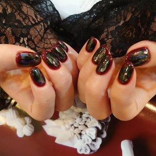 どんより赤黒い 邪悪な感じが毒可愛い❤️  ボルドーとユニコーンミラーの ニュアンスデザイン✨ #冬 #ワンカラー #ユニコーン #ミラー #ボルドー #ブラック #ジェル #お客様 #shokonishio #ネイルブック