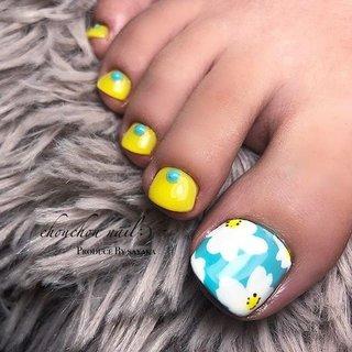 ・ ・ リピーターのお客様H様♥ いつもお世話になっております😌 ・ ☑︎Color #yellow#white#blue#green ・ ・ 🗣「今日はこんな感じのお花で」 ・ マリメッコみたいなノルディック調のお花を、元気が出るような色合いに合わせて( ˘꒳˘) ❁⃘*.゚ ・ ・ ・ また宜しくお願い致します♥ ・ #うる艶ネイル#フラワーアート#フラワーネイル#nails#nailstagram#nail#instalike#instanails#gelnails#美指#美#ジェルネイル#ネイル#デザインネイル#お花ネイル#マリメッコネイル#フットネイル#ノルディックネイル #ネイルブック#nailbook - chouchou nail :) シュシュネイル ・ 完全予約制でネット予約か電話受付で承っております( ¨̮ ) - ▼ネット予約▼  https://nailbook.jp/salon/20546 - - 詳しくはネイルブックをご覧ください💅💞↓↓↓ https://nailbook.jp/salon/20546 #春 #夏 #オールシーズン #フット #ワンカラー #フラワー #アンティーク #ノルディック #ミディアム #イエロー #水色 #ブルー #ジェル #お客様 #sayaka☪︎⋆。˚ #ネイルブック