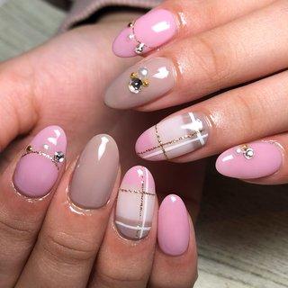 大人気!可愛過ぎない上品なチェックネイル! 少しカラーを調整するだけで、 ゴージャスにもヌーディなシンプルなデザインにも 変更できます!   #gelnails #private #nails #nailart #cute #love #beauty #facial #bridal #nailsalon #foot #footnails #栃木県 #栃木市 #大平 #大平ネイル #ネイルサロン #エステサロン #ジェルネイル #フェイシャルエステ #大平ジェルネイル #デビューネイリスト #キャンペーン #激安ネイル #チェックネイル #オールシーズン #バレンタイン #デート #女子会 #ハンド #チェック #ミディアム #ピンク #ジェル #お客様 #Private Salon Leaf #ネイルブック