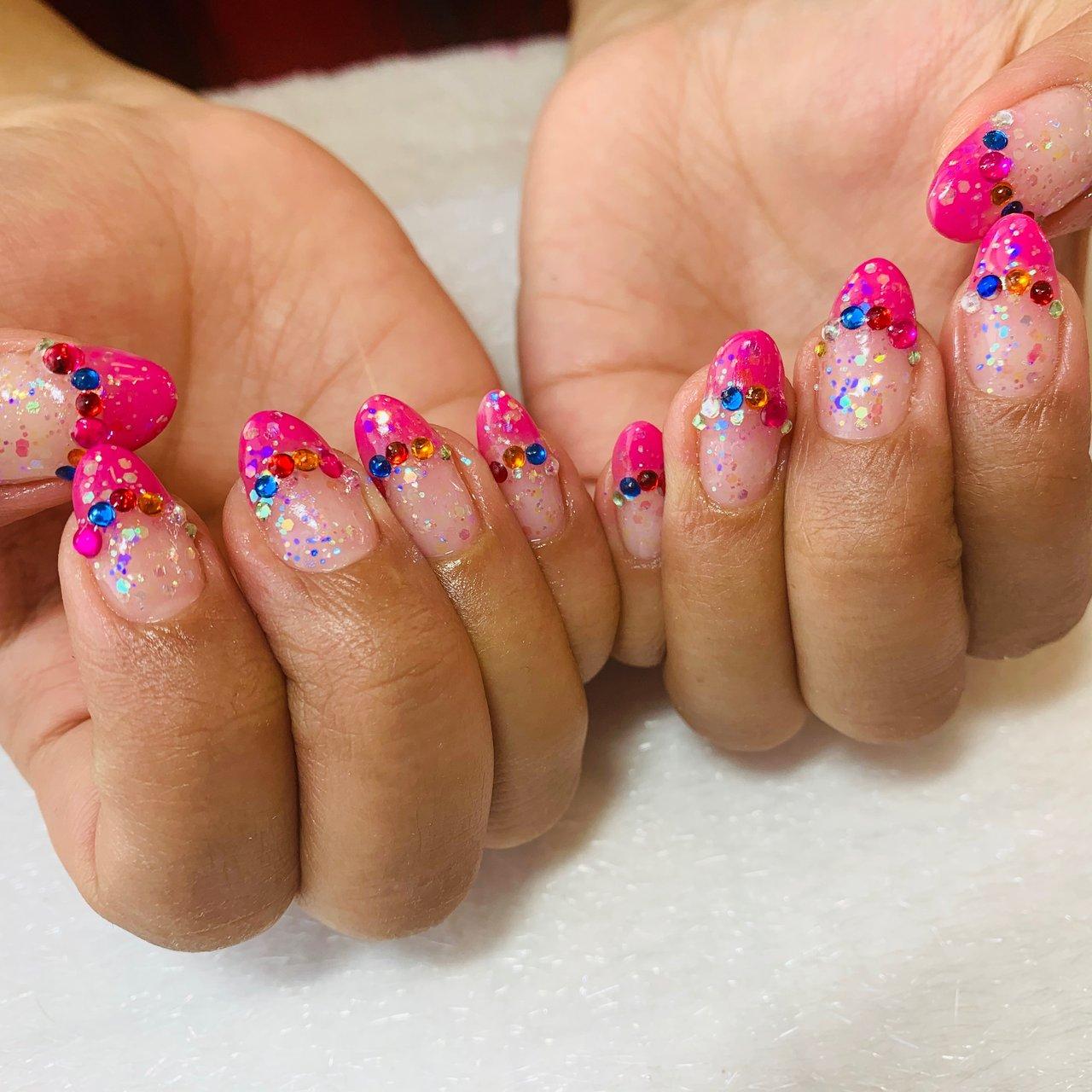 #ピンクネイル #ピンクフレンチネイル #カラフルストーン #ラメラメ #キラキラネイル #派手ネイル #オールシーズン #ハンド #フレンチ #ホログラム #ラメ #ピンク #カラフル #R☆ #ネイルブック
