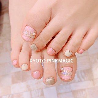 #ピンクマジック は京都市右京区西院のネイルサロンです。  #フットネイル #おしゃれネイル #西院ネイルサロン #秋ネイル #シンプルネイル#冬ネイル #フット #マーブル #ショート #ホワイト #ピンク #ゴールド #お客様 #Pinkmagic♡miki #ネイルブック