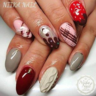 本日のお客様ネイル♡1/17 バレンタイン&ニットネイルのアシンメトリー♪ #gel #gelnail #gelart #nail #nails #naildesign #nailart #nailartist #nailbook #asymmetrynails #valentinenails #chocolatenail #バレンタインネイル #アシンメトリーネイル #チョコレートネイル #ユニコーンネイル #格安ネイル #冬ネイル #ジェルネイル #美甲 #niika_nail #板橋区中台 #志村三丁目 #ツヤツヤ #キラキラ #可愛い #シンプル #冬 #バレンタイン #デート #女子会 #ハンド #3D #ニット #マット #ユニコーン #ミディアム #ピンク #ボルドー #ブラウン #ジェル #お客様 #Sa7e_Kurihara #ネイルブック