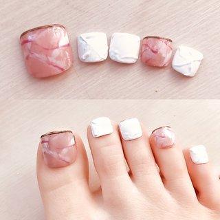 ピンクの大理石😃 デザインはまたこちらから✩.*˚ #Francfranc  白はマットで実際は陶器のような石膏のような感じになってます。 シンプル可愛い。 #春ネイル #足元くら部  #旅行 #海外旅行 #海#サーフィン女子 #ボディメイク #ヨガ #フラットラッシュ#フットネイル #footnail #まつげエクステ#ガーリー #ハワイ #キラキラ #nail #japan #👣 #可愛い #ピンクネイル #天然石ネイル  美容所登録済 ◎メニュー ▫️パリジェンヌラッシュリフト ▫️トリートメントパーマ ▫️クラシックエクステ ▫️フラットマットラッシュ ▫️ボリュームラッシュ ▫️アップワードラッシュ 取扱いございます。 ご予約はDMにて📩 ご新規水日のみ  #成城学園前 #経堂 #パリエク #世田谷 #世田谷代田 #東北沢 #代々木八幡 #参宮橋  まつげパーマ&フットネイル専門店 千歳船橋 soeru  アート込 ¥13000+tax ☆☆☆ #オールシーズン #バレンタイン #オフィス #デート #フット #エスニック #ボヘミアン #大理石 #マット #ホワイト #ピンク #パステル #ジェル #soeru〜care&eyelash〜 #ネイルブック
