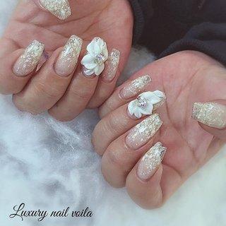". . ""Snowflake × 3d flowers "" . . 粉雪ジェルとおっきなおっきなお花で魅せる冬ネイルだよ❄️❄️❄️ . クリアスカルプがベースだから、透明感が美しいよ✨ . . #makihorita  #luxurynailvoila  #nailsalon #koiwa #japannails  #tokyonails  #sculpturenails  #jelnails  #flowernails  #swarovski💎  #nails  #naildesign  #nailart  #nailstagram  #nstanails  #winternails  #小岩 #小岩ネイル #小岩ネイルサロン #小岩プライベートネイルサロン  #江戸川区ネイルサロン #ファッションネイル #スカルプネイル  #3dネイル  #お花ネイル  #粉雪ネイル  #冬ネイル  #ネイルデザイン  #クリアスカルプベース  #バレリーナネイル #Nailist maki #ネイルブック"