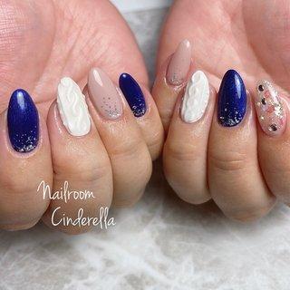 ニットネイル♡♡  #ハンド#ジェル#ニットネイル #ハンド #ラメ #ワンカラー #ビジュー #ニット #ホワイト #ネイビー #グレージュ #ジェル #Nailroom Cinderella #ネイルブック
