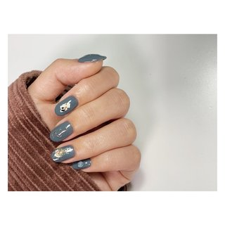 Blu × purple⠀ ⠀   T+ design₊⠀ ⠀ ⠀ ⠀ #PHOTON #NailArtLabPHOTON #nail #nails #nailart #naildesign #nailsdone #gelnails #handdrawing #handpainted #minimal #minimalspace #minimallife #nuancedesig #bluenails #omotesando #フォトン #ネイル #ジェルネイル #ネイルアート #手描きアート #表参道ネイルサロン #ミニマル #ミニマル空間 #ニュアンスネイル #ニュアンスデザイン #くすみブルー #くすみネイル #お洒落さんと繋がりたい #秋 #冬 #ハンド #ホログラム #シェル #ニュアンス #ワイヤー #ミディアム #ブルー #パープル #ジェル #お客様 #Yumi #ネイルブック