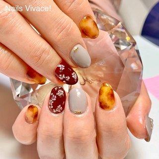 サンプルのデザインを一部アレンジしました ボルドーの指には押し花を散らしました ちょっと和な雰囲気😌 #べっ甲ネイル #押し花ネイル #まりっぺ押し花 #ご新規様ご予約受付中 *・゜゚・*:.。..。.:*・'・*・゜゚・* *・゜゚・*:.。..。.:*・'・* あなたの綺麗をお手伝いします。お客様に寄り添った丁寧なカウンセリングと施術を心がけています。 ★ネイルサロン ★NailsVivace! ネイルズビバーチェ ★日祝定休 ★最終受付午後2時 ★ご予約可能日はブログにてご確認下さい。http://ameblo.jp/vivace-nail ★ご予約ご希望のお客様はブログオーダーフォーム、DM、LINEでご連絡ください。 ★セルフマツエク装着レッスン随時受付中 *・゜゚・*:.。..。.:*・'・*・゜゚・* *・゜゚・*:.。..。.:*・'・* #ネイルズビバーチェ #nailsvivace #諏訪市ネイルサロン #諏訪ネイル #諏訪市マツエク #諏訪セルフマツエク #maogel導入サロン長野諏訪 #maogel導入サロン長野 #paragel #スマートレーサ導入サロン #フィルイン #春 #秋 #冬 #女子会 #ハンド #フラワー #べっ甲 #押し花 #ワイヤー #ボルドー #ブラウン #グレージュ #ジェル #お客様 #Nails Vivace! #ネイルブック