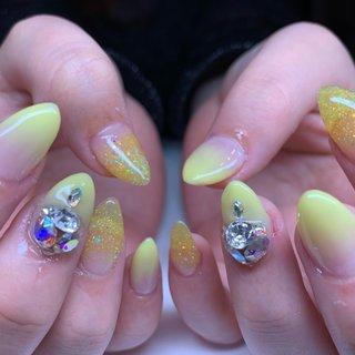 . 黄色のグラデーションとVカットもりもりにして 可愛くなりました😊🌟 . #goodnails #shibuya #nails #nail #nailsalon #gelnail #footnail #sculpture #nailart #nailstagram #insta nail #new nail #nailist #2019ネイル #フットネイル #おまかせネイル #スカルプチュア #手描きネイル #渋谷 #渋谷サロン #渋谷ネイルサロン #グラデーション #オールシーズン #ハンド #グラデーション #ビジュー #ロング #イエロー #スカルプチュア #JURI #ネイルブック