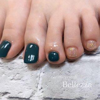 foot nail𓂃𓈒𓏸 手はあまり派手に出来ないお客様も、フットで色んなnailを楽しんでみませんか◡̈⃝︎⋆︎* 濃いめのワンカラーにオーロララメがとても可愛いかったです🥺🥺 ワンカラー1色追加まで料金込みとなりますので、ご要望等ありましたらスタッフまでお声かけ下さい♥ᵕ̈* #冬 #オールシーズン #フット #シンプル #ラメ #ワンカラー #オーロラ #ジェル #お客様 #bellezza3488 #ネイルブック