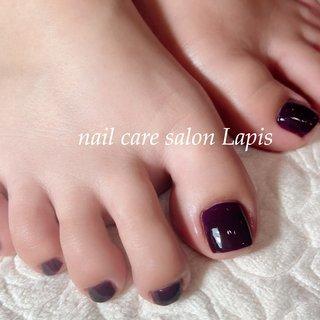 甘皮を切らない自爪育成ネイルケア®︎ フットネイル ポリッシュ仕上げ✨ . 茄子紺カラー♪ 冬でも足下を綺麗に女子力UP! . . . ※当店の自爪育成ネイルケア®とは 甘皮は切らず、甘皮と爪の間から 伸びている角質(ルースキューティクル)を 定期的に取り除き、良質なオイルを塗布することで 爪の育成を促進させます。  #nail #nails #nailart #polish #carecollar #shortnail #nailcaresalonLapis #ufv #ネイル #爪健美道 #マニキュア #ポリッシュ #『爪健美道®︎』#テラヘルツ波 #オフィスネイル #自爪育成ネイルケア®︎協会 #自爪育成ネイルケア®︎士 #ショートネイル #ケアカラー #海老名市河原口ネイルサロンLapis #海老名市河原口プライベートネイルサロンLapis #小田急線厚木駅徒歩7分 #JR相模線厚木駅徒歩7分 #魔法の靴下 #エアライズ取り扱いサロン #lipaddict取り扱いサロン #ufv正規取扱店 #整形リップ #オールシーズン #卒業式 #入学式 #旅行 #フット #シンプル #ワンカラー #ショート #パープル #マニキュア #お客様 #mina37lapis #ネイルブック