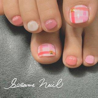 ピンクのチェック #春 #チェック #ベージュ #ピンク #ジェル #sesame #ネイルブック
