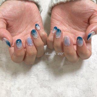 #グラデーション #ブルー #冬 #雪の結晶 #チーク #チークネイル #深海の宝石 #冬 #ハンド #グラデーション #ビジュー #チーク #雪の結晶 #ミディアム #ホワイト #水色 #ネイビー #ジェル #お客様 #Reim #ネイルブック
