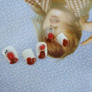 ホワイトに 赤のつぶつぶ❤️ #秋 #冬 #ワンカラー #ドット #ニュアンス #ホワイト #レッド #ジェル #ネイルチップ #shokonishio #ネイルブック