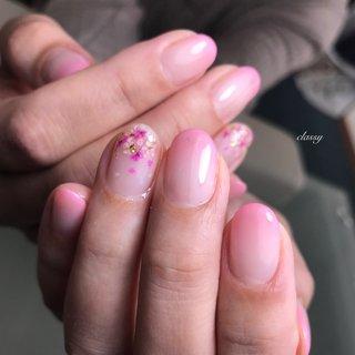 #ハーバリウムネイル #春 #バレンタイン #オフィス #ハンド #グラデーション #押し花 #ピンク #ジェル #お客様 #classy【クラッシイ】 #ネイルブック