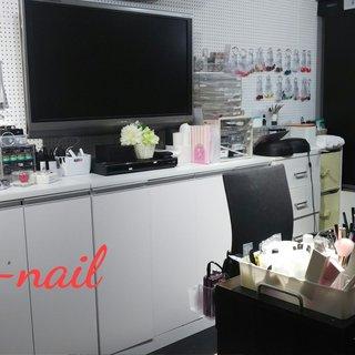 落ち着いた雰囲気の個室です。お好きなDVDを見ながらおくつろぎください。 #春 #ハンド #シンプル #グラデーション #アニマル柄 #ピンク #S-nail #ネイルブック