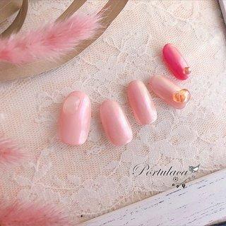 . .ピンク&オーロラミラー♥️🍩💋 . . . ピンク系にオーロラミラーをほどこさしたネイルです〜☺︎ 全身ピンクで可愛く〜♡ . . いつもありがとうございます♬ . . .  . #冬ネイル #バレンタインネイル #ピンクネイル #ミラーネイル #ワンカラー #ミラー #ピンク #Portulaca #ネイルブック