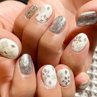 白とキラキラと雪❄️! というお題を頂いてのお任せ✨✨ ゆきこのゆきネイル❄️❄️ 前回はゴールドだったから 今回はシルバー!! きゃわいい⛄️♡♡♡♡♡ 沢山のミッション、乗り越えてーっ!!🏔 #雪ネイル #ホワイトネイル#手描きネイル#ネイル#ネイルアート#個性派ネイル#nail#nailart #渋谷でネイル#グッドネイルズ#冬ネイル #しょうこいいだGOODNAILS #ネイルブック