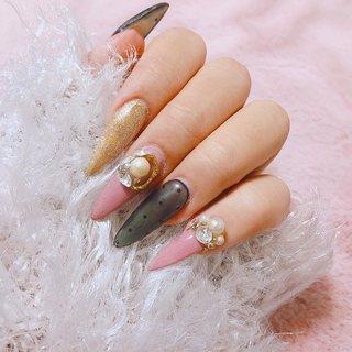 「ベルグローネイル」で検索 ♡冬ネイルギャラリー更新中です♡  シースルードットネイル。 シースルードットにくすみピンクとゴールドを 合わせたおしゃれなネイルデザイン。 ビジューがレトロっぽくて可愛い♡  #シースルー #ドットネイル #ドット柄 #くすみピンク #ビジューネイル #ベルグロー #オールシーズン #ハンド #ラメ #ビジュー #パール #ドット #レトロ #ロング #ピンク #ブラック #ゴールド #ジェル #お客様 #bg_nail #ネイルブック