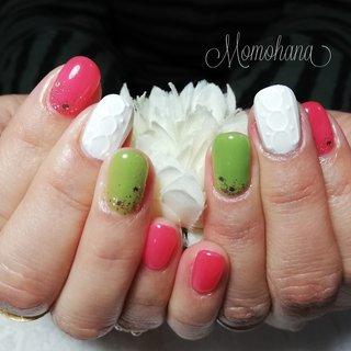🌼お客様nail🌼 いつもビビットカラーがお好きなY様。ロング→ショートになりましたが、とてもcute♡♡ #ホワイト #ピンク #グリーン #ジェル #お客様 #momohana #ネイルブック