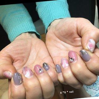 グレージュパープルとくすみビンクが大人の雰囲気❤ #オールシーズン #お正月 #成人式 #バレンタイン #ホログラム #ラメ #ニュアンス #ピンク #グレー #シルバー #B*B*nail #ネイルブック