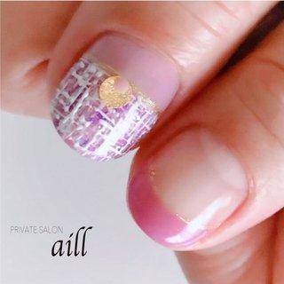 ツイード✨ ツイードは糸がプクプクと盛り上がっているような作りになっています😊 #春 #冬 #バレンタイン #デート #フレンチ #変形フレンチ #ラメ #3D #ツイード #ホワイト #ピンク #パープル #PRIVATE SALON aill #ネイルブック