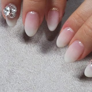 ウエディング💍  #NailAngeal#nail#ネイル好きな人と繋がりたい#白グラデ#キュービックジルコニア#ウエディングネイル#wedding #ハンド #NailAngeal #ネイルブック