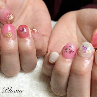 #押し花#ピンクネイル#シェル#春ネイル #シェル #シースルー #押し花 #ホワイト #ピンク #bloom_87 #ネイルブック