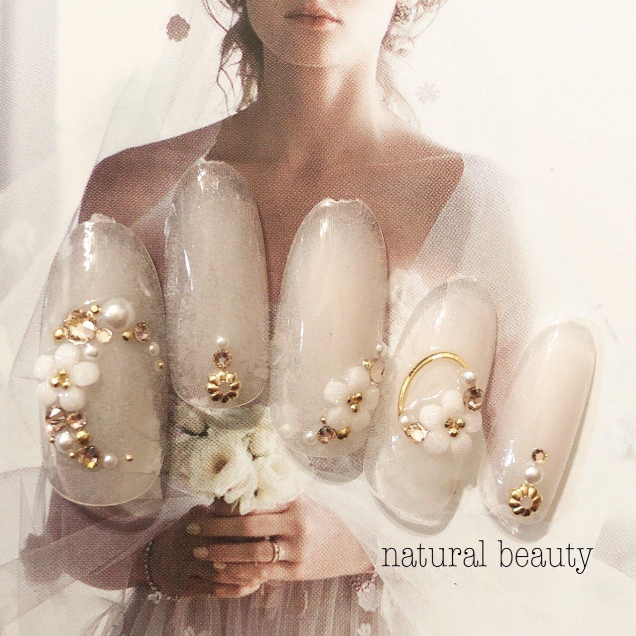 #ウエディング#ブライダル#花嫁 #オールシーズン #ブライダル #パーティー #デート #ハンド #ビジュー #フラワー #ミディアム #ホワイト #ジェル #ネイルチップ #naturalbeauty #ネイルブック