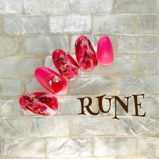 #red #ニュアンス #ホイル #赤ネイル #オールシーズン #バレンタイン #パーティー #女子会 #ハンド #ワンカラー #大理石 #ニュアンス #ホイル #ミディアム #ピンク #レッド #ジェル #ネイルチップ #rune #ネイルブック
