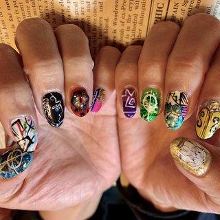 #moschino #手描きアート #オールシーズン #成人式 #バレンタイン #ライブ #ハンド #アンティーク #痛ネイル #ジオメトリック #ドット #ブランド柄 #ショート #カラフル #ネオンカラー #ビビッド #ジェル #お客様 #chicca #ネイルブック