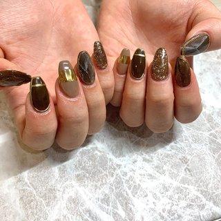 brown and chain #冬 #オールシーズン #ハンド #ニュアンス #ロング #ブラウン #アースカラー #ジェル #arisa #ネイルブック