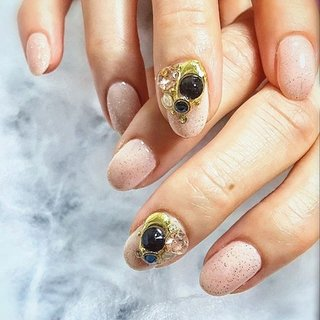 ". . ""Sand Jel × black bijou "" . . サンドジェルは、カラーによって温かみがあるので、一年中人気のデザインジェルです💗 . . 優しいカラーにブラックビジューがアクセントになっていてオシャレだよ👍🏻 . . #makihorita #luxurynailvoila  #nailsalon  #nail  #nails  #naildesign  #nailart  #nailstagram  #nailswag  #nailporn  #sandjel  #swarovski  #bijou  #jewelry #fashion  #beauty #jelnail  #koiwa #ラグジュアリーネイルヴォアラ #ネイル #小岩ネイルサロン #小岩ネイル #砂ジェル  #ビジューネイル  #大人ネイル  #ショートネイル #ファッションネイル #オシャレネイル #美甲 #네일아트 #Nailist maki #ネイルブック"