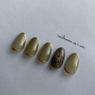 #nail #ハンド #ゴールドライン #カーキ #ジェル #ラメ #ゴールド #シースルー #newnail #nailroom_asiam #グリーン #ゴールド #アースカラー #nailroom as i am #ネイルブック