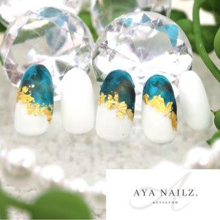 Daily nail designs. 深海の様なマーブルカラーをハーフに。 ・ マット仕上げに金箔をプラスすると不思議とゴージャス感が増します。 ・ 大人なカジュアルネイルをお楽しみください♪ #nail #nailart #大人ネイル #大人カジュアル #naildesigns #gelnails #notd #fashion #fashionnails #beauty #AYANAILZ ・ 一緒に働いて頂けるネイリスト、アイリスト募集しております♪ #オールシーズン #ニュアンス #バイカラー #ホイル #マット #ホワイト #ターコイズ #ブラック #ジェル #ネイルチップ #AYA #ネイルブック