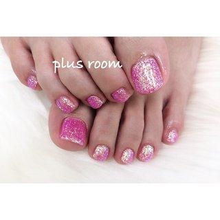 pink ⁂ . . キラキラのフット🤩フットは手で挑戦できない色もできるのがいいところ💕 久しぶりに会えて嬉しかったです✨ . . いつもありがとうございます☺️ . . ✴︎ foot ワンカラー ¥5300 #春 #夏 #冬 #オールシーズン #フット #シンプル #ラメ #ワンカラー #ピンク #お客様 #asumi #ネイルブック
