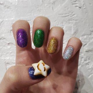 韓国で買ってきたラメとパーツ☺⭐✴⠀ キラキラ親指には大きな星🌟🌈🌈 #ハンド #ラメ #ショート #ジェル #ネイルハウス モモ #ネイルブック