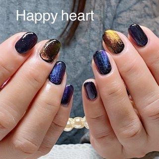 2枚の写真は、実は同じネイルなんです😊 不思議な輝きが魅力的な大人ネイル✨ #ドラゴンアイ #ドラゴンアイ5d #オールシーズン #ライブ #パーティー #女子会 #ラメ #ワンカラー #ブラック #カラフル #happyheart #ネイルブック