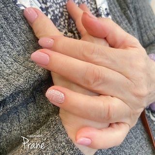 いつもさりげに左手薬指にツイードネイル♥️ 春一番に馴染みのいいピンクベージュで💅    #春ネイル2020 #春ネイル #シンプルネイル   #ツィードネイル #春 #卒業式 #入学式 #オフィス #ハンド #シンプル #チェック #ショート #ピンク #ジェル #お客様 #Mii #ネイルブック