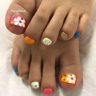 #fuwafuwa #旅行ネイル #フット #フットネイル #footnail #foot #flower #trip #角質ケア #花 #関内 #関内ネイルサロン #関内駅 #日本大通り #旅行 #海 #リゾート #フット #ゴールド #ネオンカラー #ジェル #お客様 #fuwafuwa-takako #ネイルブック