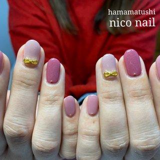 ピンクのリボンネイルです。☘  ラメ入りの華やかなピンクを使ったラブリーなネイルです。💕  ポイントには、大きめのリボンパーツを使いました。☘  大人の女性にお似合いの可愛いネイルに、なりました。💕   . #リボンネイル #ピンクネイル #浜松市ウエディングネイル #浜松市ブライダルネイル #ウェディングネイル #ラメネイル #浜松市ネイルサロン #浜松市自宅ネイルサロン #浜松市ネイルサロンニコネイル #浜松市中区ネイルサロン #浜松市中区ネイルサロンニコネイル #浜松市中区ネイルサロン #浜松市ブライダルネイル #オールシーズン #ハンド #ラメ #リボン #ミディアム #ピンク #ジェル #お客様 #niconail #ネイルブック